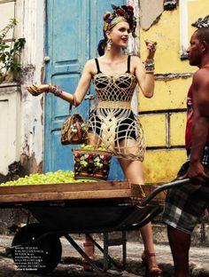 carmen miranda reloaded: mirte maas by giampaolo sgura for vogue brasil february 2013 Carmen Miranda, Glamour Fashion, Foto Fashion, Vogue Fashion, Fashion Pics, Fashion Art, High Fashion, Moda Floral, Tropical Fashion