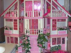 Barbie Dream House | Flickr - Photo Sharing! I totally had this thing. Got it from a garage sale as a kid. Wish I still had it.