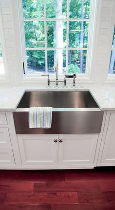 Modern Kitchen Interior Remodeling Kitchen Sinks And Faucets. Farmhouse Sink Kitchen, Modern Kitchen Sinks, Kitchen Renovation, Kitchen Fixtures, Farmhouse Faucet, Kitchen Remodel, Modern Kitchen, Modern Sink, Farm Sink