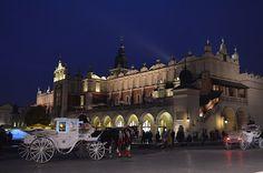 Aproveitando nossa viagem para Varsóvia que ficaríamos por 4 dias resolvemos em um dos dias ir até a...