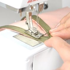 An invisible zipper looks really nice on clothing but what if you don't have an invisible zipper foot for your sewing machine? You can sew an invisible zipper without an invisible zipper foot. Sewing Basics, Sewing Hacks, Sewing Tutorials, Sewing Tips, Sewing Projects, Sewing Collars, Couture Sewing Techniques, Zipper Tutorial, Diy Fashion Hacks
