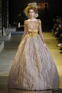 Guo Pei Spring/Summer 2017 Couture Collection | British Vogue