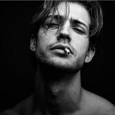 photo poses for men male models Smoke Photography, Portrait Photography Men, Photography Poses For Men, Figure Photography, Photography Gallery, Professional Photography, Photographie Portrait Inspiration, Poses Photo, Men Photoshoot