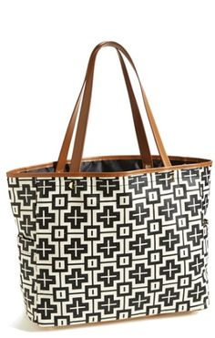 graphic canvas tote http://rstyle.me/n/ndkrhr9te