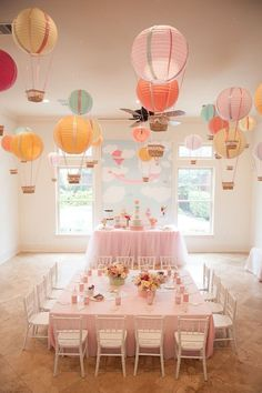 """I love the hot air balloon idea. Create one stunning eye-catching display by hanging paper lantern hot air balloons from the ceiling. This is a great idea for an """"Up In The Air"""" baby shower or birthday party! Idee Baby Shower, Baby Shower Themes, Shower Ideas, Babyshower Themes For Girls, Baby Shower Table Set Up, Babyshower Decor, Baby Decor, Baby Shower Balloons, Birthday Balloons"""