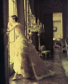 1950 - Christian Dior, robe Mozart, collection haute couture printemps-été 1950, ligne Verticale © Norman Parkinson Ltd / Courtesy Norman Parkinson Archive