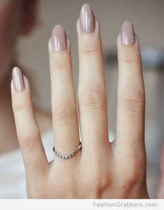   Elegant oval shape nails for winter   