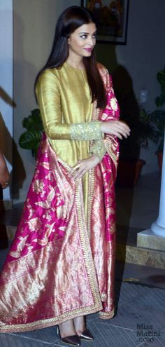 Aishwarya Rai Bachchan Is The Epitome Of Class In This Sabyasachi Outfit…