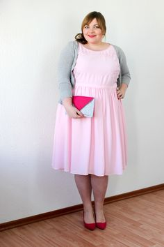 Plus Size Outfit for Valentine's Day, wearing a pink dress by Studio Untold & a handmade envelope clutch (DIY your Closet)