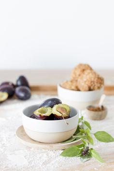 Zwetschgenknödel mit Thai-Basilikum & Vollkorn-Kokos-Mantel / Plum dumplings…