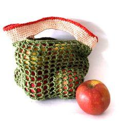 """Crochet a fruit and veggie bag tutorial. groente tasje haken gratis patroon """"explicit crocheting"""" with Mara Maakt #producebag #DIYfruitbag #crochetpatterns https://marahaakt.wordpress.com/2015/04/19/mag-het-een-onsje-minder-zijn/ https://marahaakt.wordpress.com/2013/08/20/granny-tas-ideale-huisvrouw-deel-3/"""