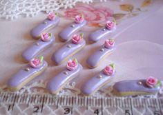 doll house miniature  maison de barbie - 3 ECLAIRS cassis et sa petite rose