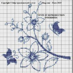 Grille gratuite point de croix : Fleurs et papillons bleus