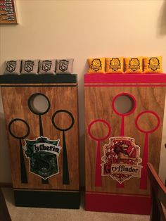 Harry Potter Cornhole Board set - I'm also a fan of this Quidditch design! Party Harry Potter, Harry Potter Fiesta, Décoration Harry Potter, Harry Potter Thema, Harry Potter Halloween Party, Harry Potter Classroom, Harry Potter Bedroom, Harry Potter Christmas, Harry Potter Birthday
