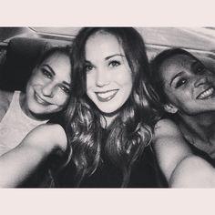 SO GLAD to have them  ladies ladies  @mari_kiedis #mydubai #ladiesnight #fun #girlsjustwannahavefun #crewlife #cabincrewlife #uae #dubai #friends #happiness