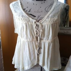 *** SOLD SOLD SOLD *** Free People Ivory Boho Crop Tank Top,size Medium. Excellent condition! Love this top,but sadly it's big on me! Free People Tops