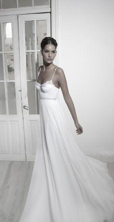 Los vestidos más sensuales para novias, de la mano de Inbal Dror.