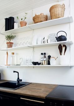 Open and hanging shelves creates an ease in a small kitchen. Here inspired by the nordic style. Decor, Home Kitchens, Kitchen Design Small, Kitchen Design, Kitchen Inspirations, Modern Kitchen, Interior, Home Decor Kitchen, Home Decor