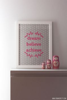 Bordado emoldurado // Framed embroidery - show me pretty Crafts To Make, Fun Crafts, Sewing Projects, Diy Projects, Sewing Art, Kids Room Design, General Crafts, Corks, Wooden Letters