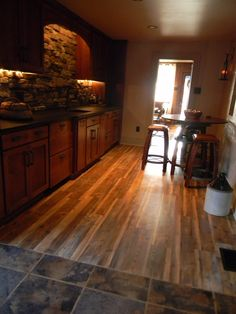 This Lvt Gives The Look Of Wood With Easy Maintence Vinyl But Durability And Versitility Vct