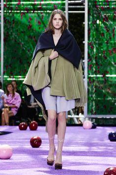 Dior By Raf Simons Fall/Winter 2015 Haute Couture Dior Couture, Couture Week, Live Fashion, Fashion Show, Melbourne Fashion, Fall Winter 2015, Couture Collection, Christian Dior, Runway Fashion