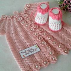 "diy_crafts- HUZUR SOKAĞI (Yaşamaya Değer Hobiler) ""Discover thousands of images about"", ""This post was discovered by Meh"" Baby Girl Crochet, Baby Blanket Crochet, Afghan Crochet Patterns, Baby Knitting Patterns, Knitting For Kids, Crochet For Kids, Knit Baby Pants, Baby Bootees, Baby Dress Patterns"