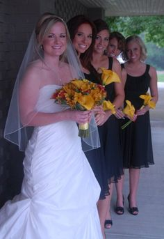 Love the simple bridesmaid bouquets