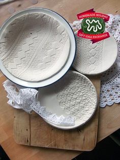 Make this Homemade Holiday Gift: Lace-Printed Plates Homemade Holiday Gift Idea Exchange: Project #2 | Apartment Therapy