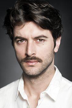 javier rey , il est superbe , un très bon acteur , J'adore . . . < Mateo et Clara , le couple parfait  je plaisante >                                        La Petite Brette . . .