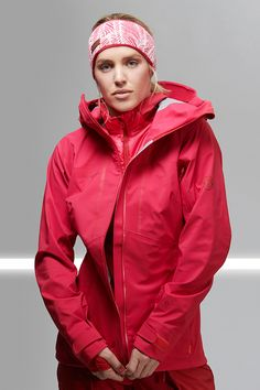 A must have for all those, who look for untracked slopes and who don't shy away from strenuous climbs: The high breathability of the Haldigrat HS Hooded Jacket Women makes it exceptionally comfortable to wear.