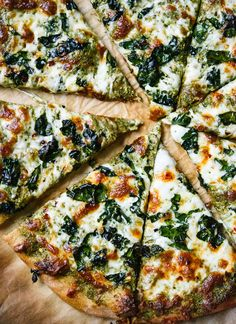 This kale pesto pizza recipe is a perfect weeknight meal! Kale lovers will appreciate the crispy kale on top, too. You can add any toppings you'd like!