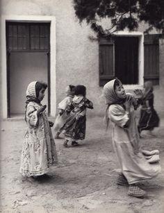 """endilletante:  """"Algérie"""", préface et textes de Jean Amrouche, photographies de Henriette Grindat. La Guilde du livre, Lausanne, 1956."""