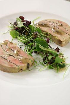 foie gras marbré This looks delicious. Bistro Food, Pub Food, Michelin Star Food, Modernist Cuisine, Food Gallery, Western Food, Le Diner, Mets, Molecular Gastronomy