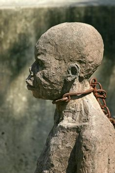 Faces: Slave statue in chains, Stone Town, Zanzibar African History, African Art, Stone Town, Sculptures Céramiques, Black African American, African Diaspora, East Africa, Black Art, Black History