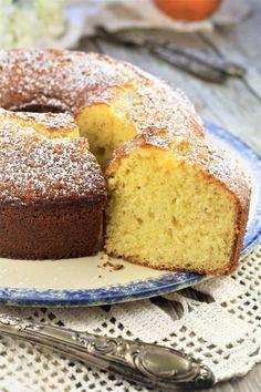 slice of orange ciambella on blue rimmed plate Magic Cake Recipes, Dessert Recipes, Orange Bundt Cake, Italian Desserts, Italian Recipes, My Dessert, Cake Servings, Banana Bread Recipes, Cookie Desserts
