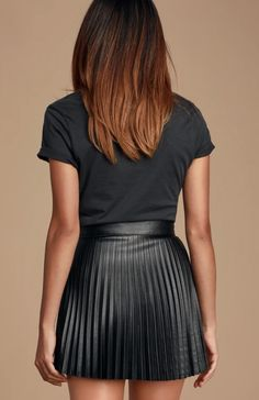 Pleated Skirt Outfit, Pleated Mini Skirt, Sexy Skirt, Denim Mini Skirt, Skirt Outfits, Dress Skirt, Pleated Leather Skirt, Dress Shoes, Shoes Heels