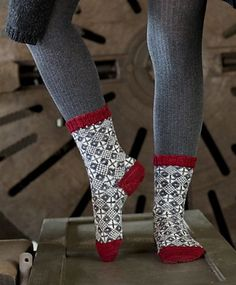 Ravelry: SusaMika pattern by Tiina Kaarela - love the graphics and colour choice Knitted Slippers, Wool Socks, My Socks, Knitting Socks, Hand Knitting, Knitting Designs, Knitting Patterns, Ravelry, Knitting Accessories