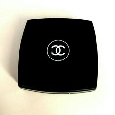 100% Authentic CHANEL OMBRE ESSENTIELLE 100% Authentic CHANEL OMBRE ESSENTIELLE Soft touch eyeshadow Color Gardenia 29 Original purchased from Nordstrom CHANEL Makeup Eyeshadow