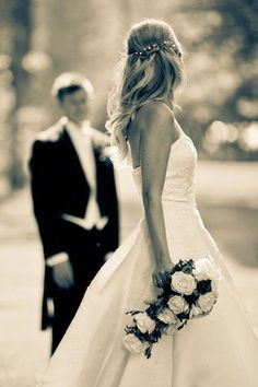 What a beautiful picture, I would love this moment of the groom and the bride . - wedding photos - What a beautiful picture, I would love this moment of the groom and the bride … – wedding photo - Wedding Picture Poses, Wedding Poses, Wedding Photoshoot, Wedding Shoot, Wedding Couples, Wedding Portraits, Wedding Pictures, Wedding Bride, Dream Wedding