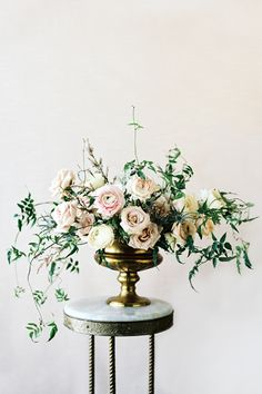 Flowers by Sarah Winward. Photo by Leo Patrone >> This is so pretty.