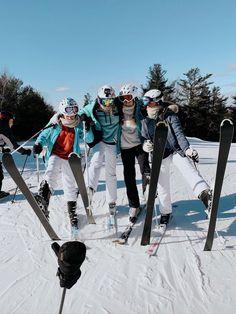 Ski Bunnies, Go Skiing, La Girl, Cute Friend Pictures, Ski Season, Ski And Snowboard, Ski Ski, Winter Pictures, Best Friend Goals