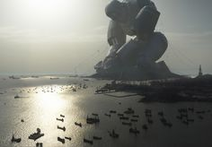 Gigantic Rusty Robot Walking in Megalopolis – Fubiz™