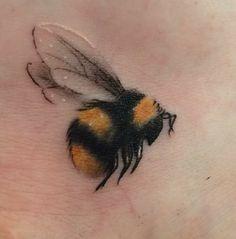 Honigbienen Tattoo, Tattoos And Body Art buy tattoo designs Mini Tattoos, Flower Tattoos, Body Art Tattoos, Small Tattoos, Bee And Flower Tattoo, Faith Tattoos, Paisley Tattoos, Tatoo Henna, Tatoo Art