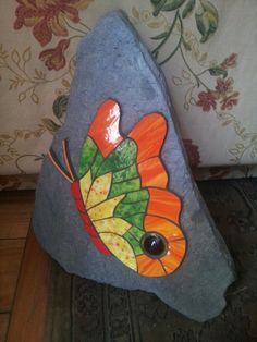 Mariposa sobre piedra hecha por Gloria