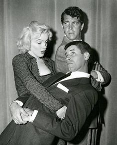 Marilyn Monroe with Dean Martin and Jerry Lewis on their television show, Golden Age Of Hollywood, Hollywood Glamour, Hollywood Stars, Classic Hollywood, Old Hollywood, Jerry Lewis, Dean Martin, The Martin, Marilyn Monroe