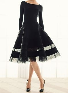 How beautiful. very dramatic, with the right qualifications this amazingly appropriate dress could be stunning