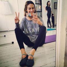 12 instagram accounts που πρέπει να ακολουθήσετε την Εβδομάδα Μόδας Το αγαπημένο It girl ανεβάζει φωτογραφίες που επιδεικνύουν όχι μόνο το αψεγάδιαστο στιλ της αλλά και πολλά διάσημα πρόσωπα της μόδας και του κινηματογράφου.