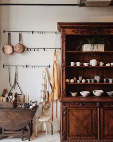How to make your Home Interior Decorating successful? Cafe Interior Vintage, Vintage Interiors, Colorful Interiors, Cafe Interiors, Interior Design Tips, Interior Inspiration, Interior Shop, Simple Interior, Studio Interior