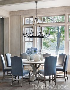 68 Awesome French Country Dining Room Table Decor Ideas - Page 30 of 70 Dining Room Table Decor, Elegant Dining Room, Beautiful Dining Rooms, Dining Room Sets, Dining Room Design, Blue Dining Rooms, Formal Dining Rooms, Coastal Dining Rooms, Dining Area