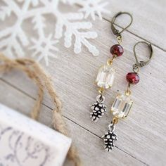 Jewelry Making Ideas Snow on the ground to start out the holidays! Fall Jewelry, I Love Jewelry, Jewelry Shop, Jewelry Crafts, Jewelry Design, Jewelry Making, Glass Jewelry, Jewelry Ideas, Christmas Earrings